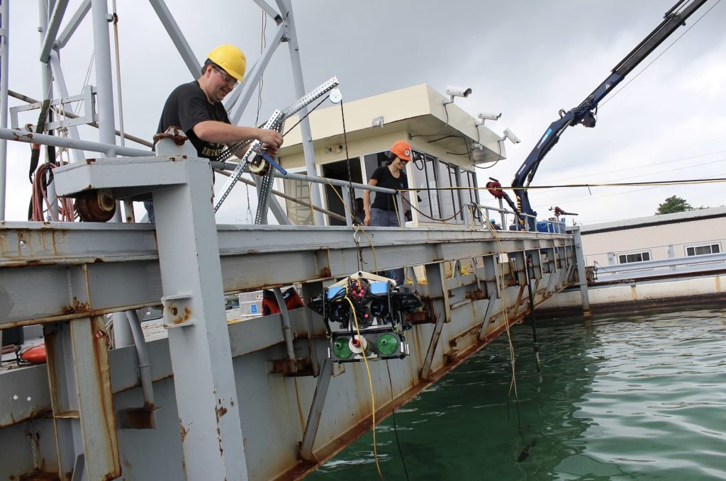 Allison Chua and her team deploying their BlueROV2. (Credit: Tom Coolbaugh)